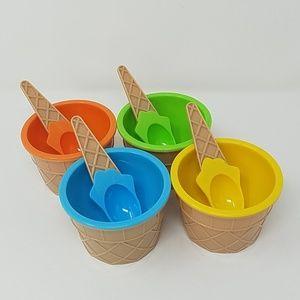 Plastic ice cream cups w/spoons set of 4